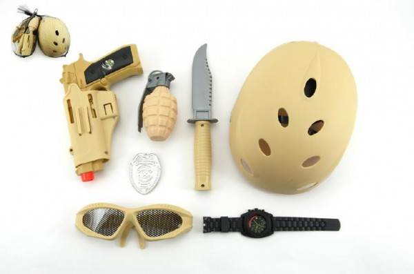 Vojenský set s helmou/přilbou plast 7ks v síťce