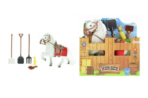 Kůň s doplňky bílý fliška 15cm v krabičce 17x17x6cm