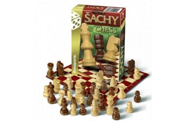 Šachy cestovní společenská hra dřevo v krabičce