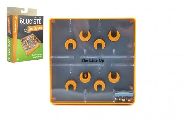 Bludiště/hlavolam Do úkrytu plast 12x12cm balanční hra 2 barvy v krabičce 13x18x4cm
