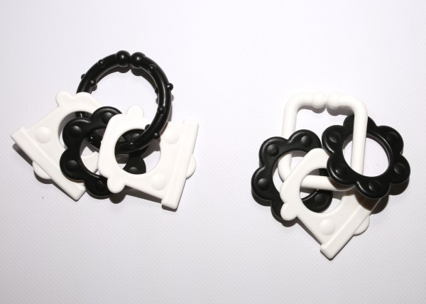 Řetěz/zábrana tvary černobílé plast 6cm 15ks v krabičce 12,5x16cm 0m+